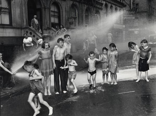 NYCity kids enjoying streetlife. Photo by Arthur Fellig, 1937