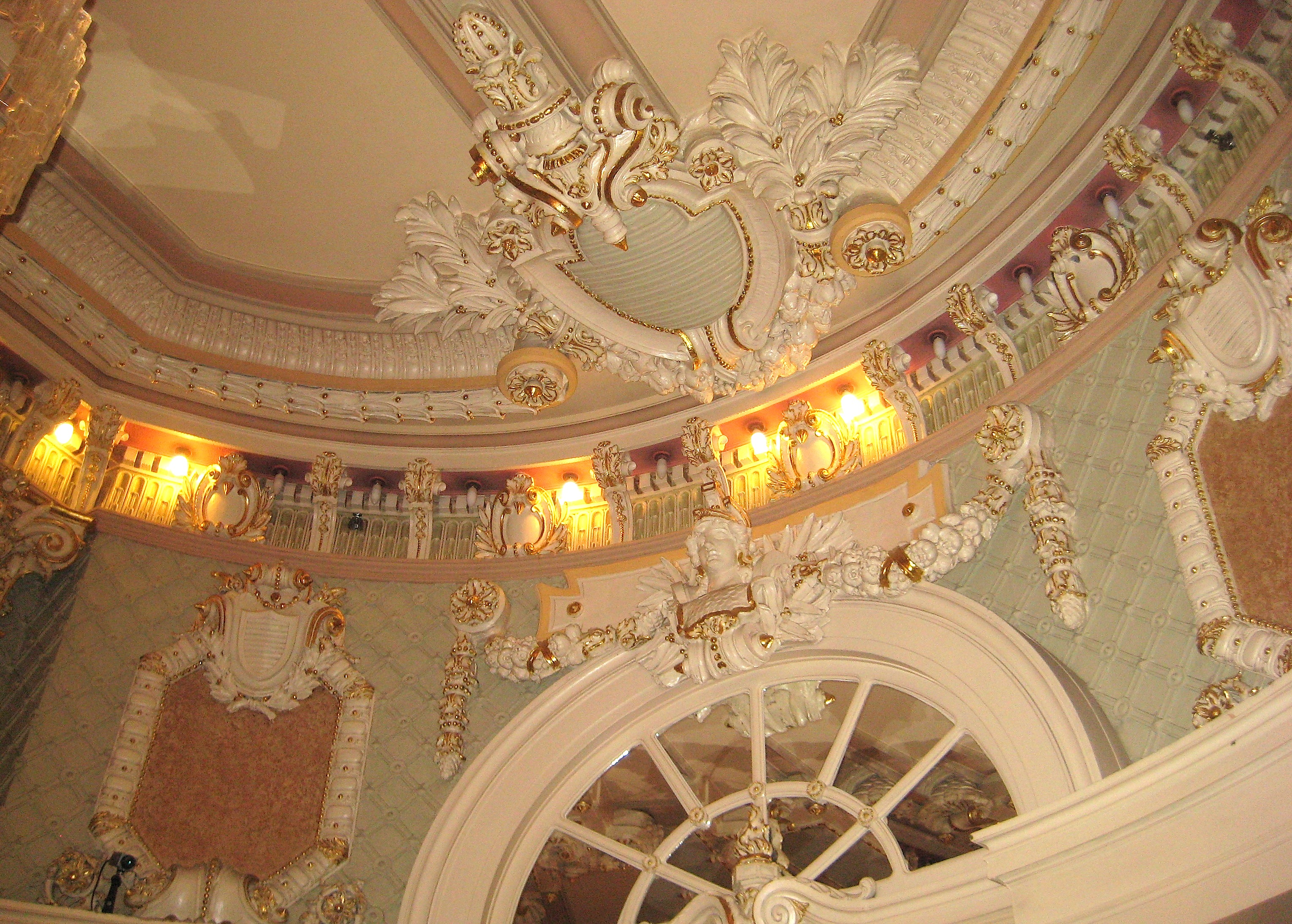 It s not everyone s style  but the ceiling is incredibly preserved  A copy  of the hotel s brochure from 1904 is available on its website. Hotel Wolcott   Ephemeral New York