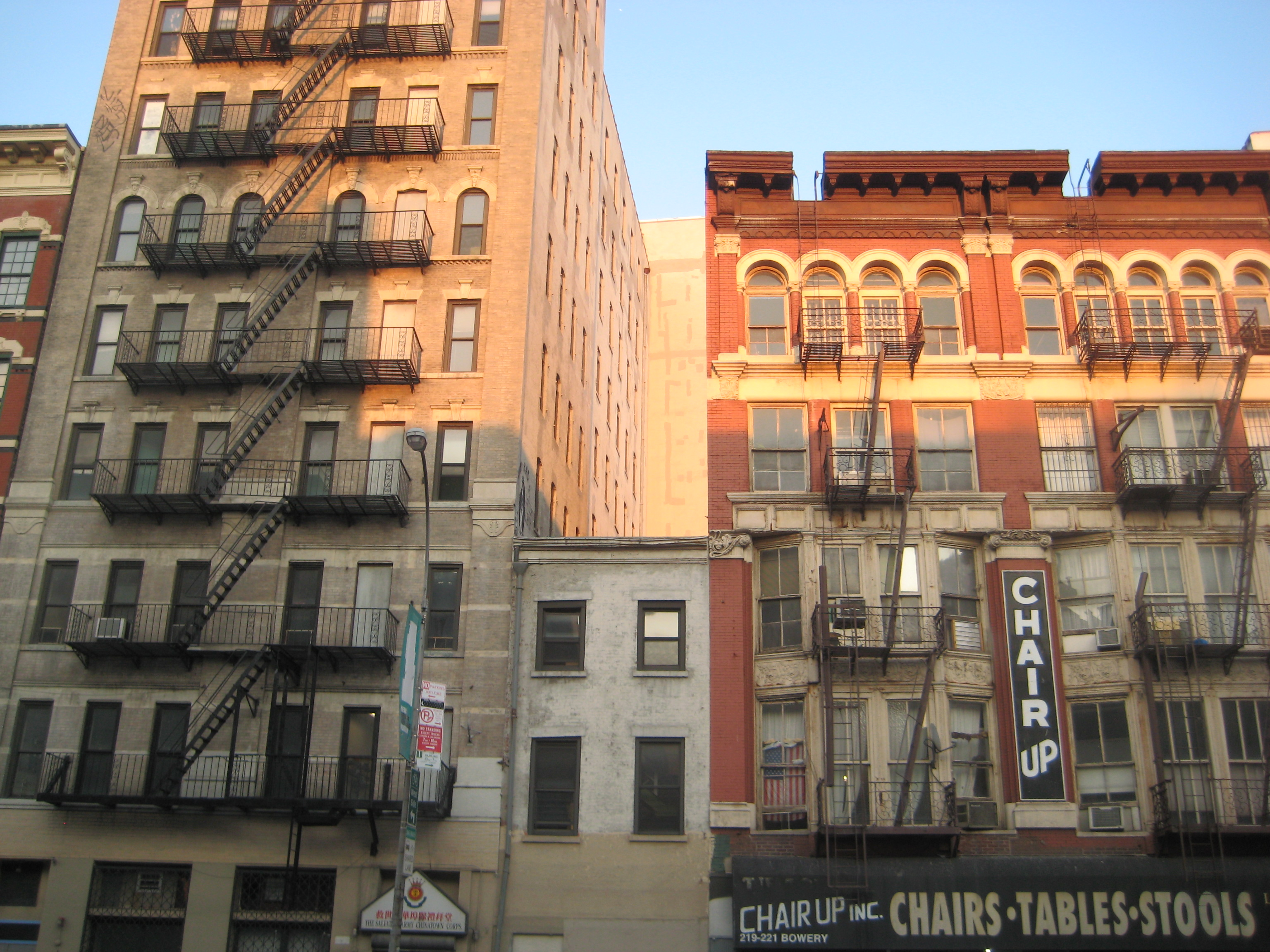 New york s skinny little holdout buildings ephemeral new for New apartments