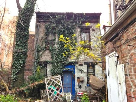 Avenuebbackhousefront