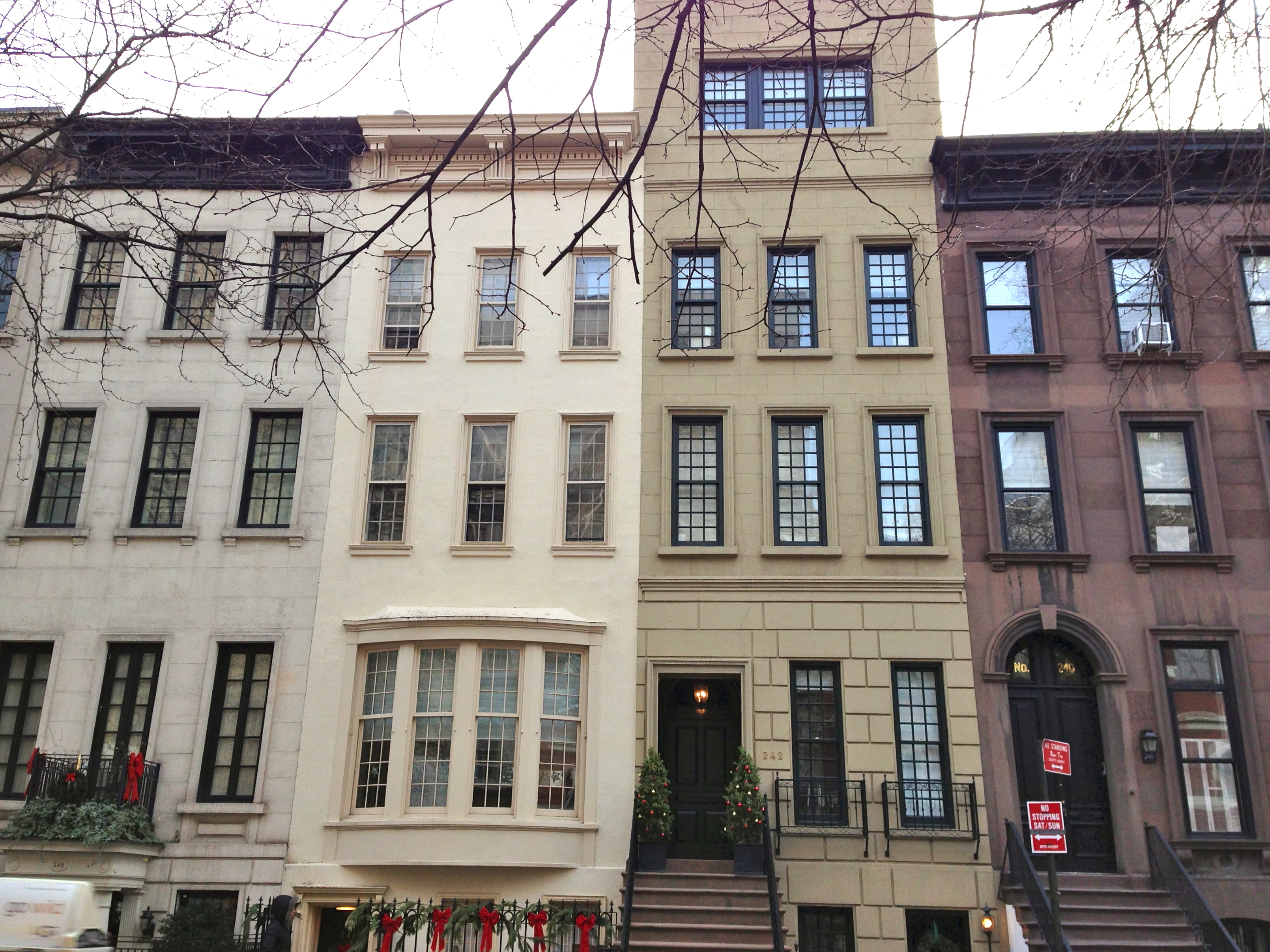 Brownstones on upper east side ephemeral new york for Nyc townhouse with garage