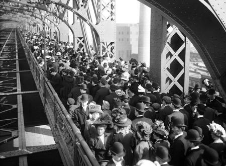 Sesalignacqueensborobridge1909