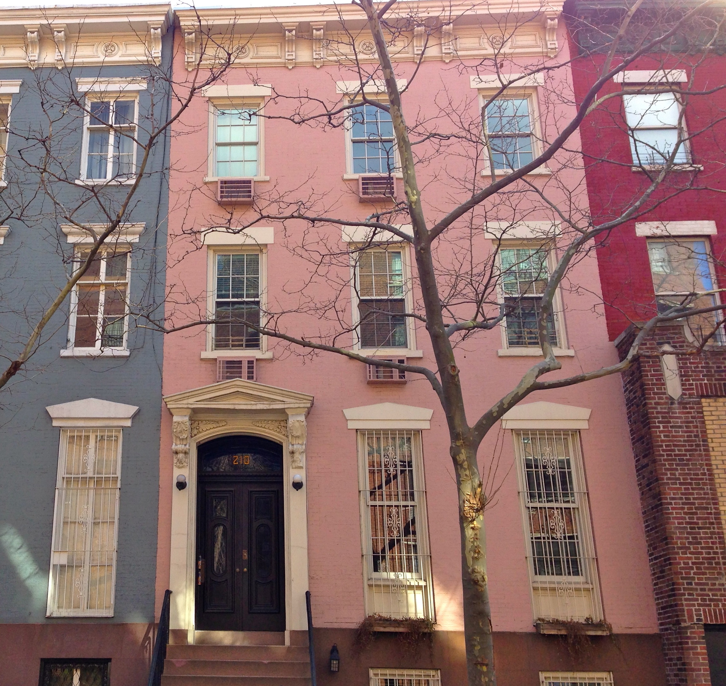 Manhattan New: Pretty In Pink Houses All Over New York City