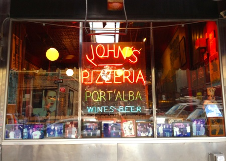 Johnspizzeriasign