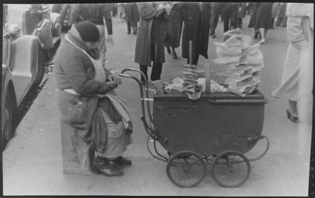 Streetvendor14thbwayregmarsh1938