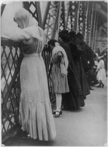 Williamsburgbridgepraying1909