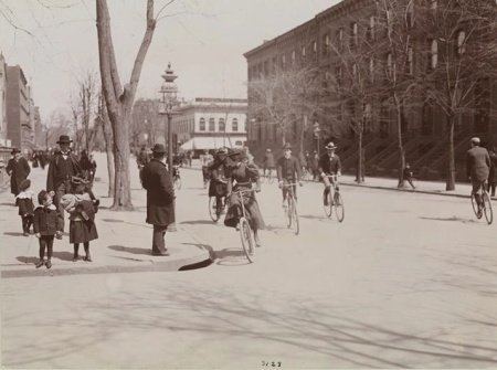 Cyclistsfifthave124thst1897