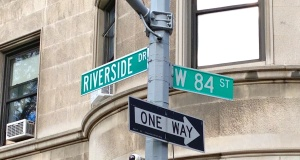 Riverside84thstsign