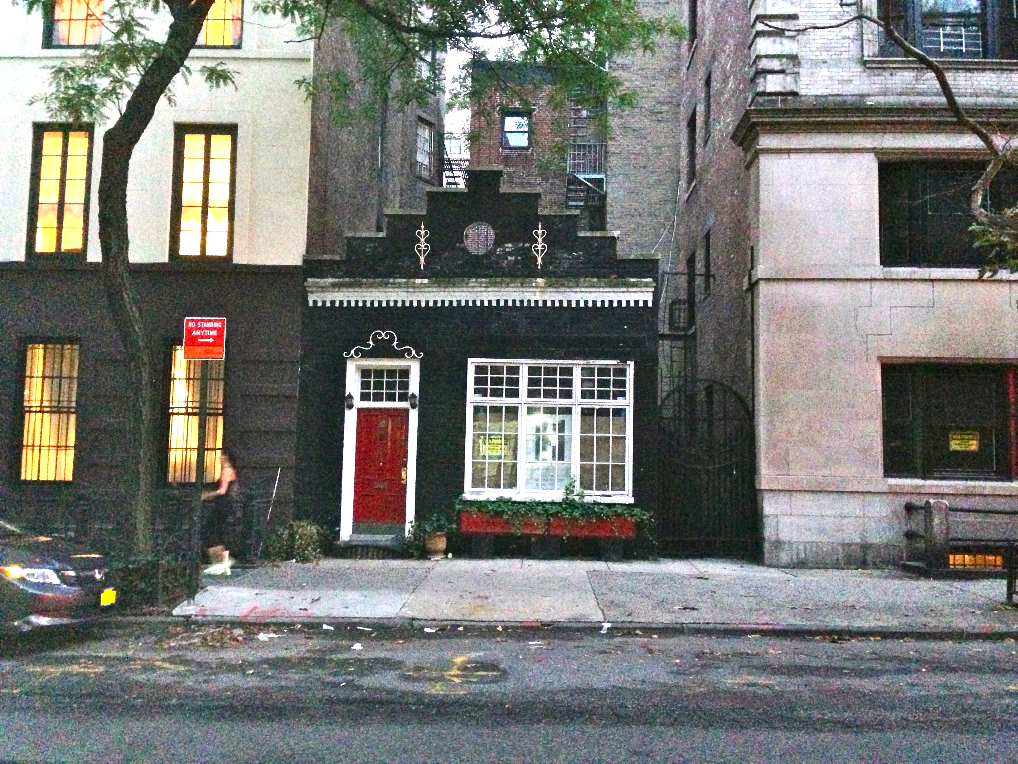 New york city carriage house ephemeral new york for Modern houses in new york