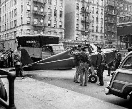 Airplanewashingtonheights1956nyt