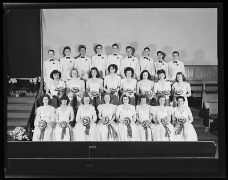 Graduationbrooklynfriends1943