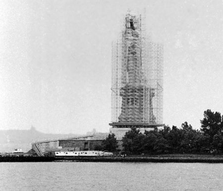 Statueoflibertyunderscaffolding