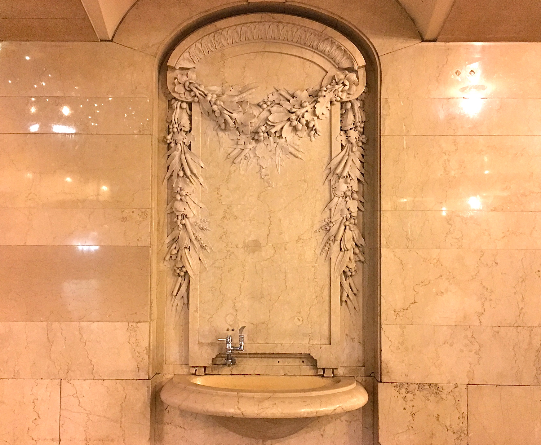 Grand central is filled with acorns and oak leaves ephemeral new acornswaterfountain buycottarizona Image collections