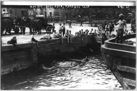 Eastriverboysswimmingatrutgersslipbain1912