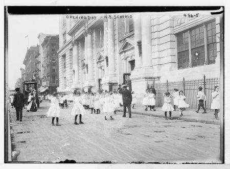 Openingdaynycschoolsbain1915 girls